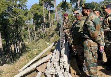 General Naravane visits forward areas along LoC in Jammu